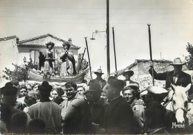 """CPSM FRANCE 13 """" Les Saintes Maries de la Mer, Procession du 25 mai"""". / GITANS"""