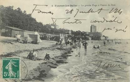 """CPA FRANCE 17 """" Fouras les Bains, La grande plage à l'heure du bain""""."""