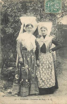 """CPA FRANCE 17 """" Fouras les Bains, Costumes du pays"""". / FOLKLORE"""