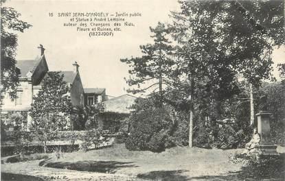 """CPA FRANCE 17 """"St Jean d'Angély, Jardin public et Statue André Lemoine""""."""