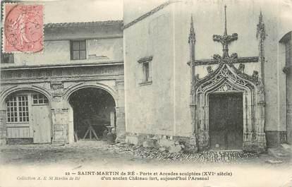"""CPA FRANCE 17 """"St Martin de Ré, Porte et arcades sculptées d'un ancien château fort""""."""