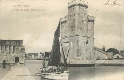 """CPA FRANCE 17 """"La Rochelle, Barque de pêche sortant du port""""."""