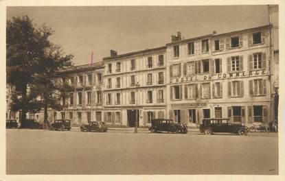 """CPA FRANCE 17 """"La Rochelle, Hôtel du Commerce et Palace Hôtel Place de Verdun""""."""