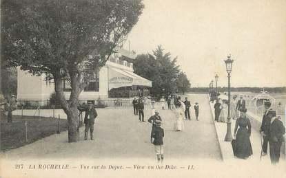 """CPA FRANCE 17 """"La Rochelle, Vue sur la Digue""""."""