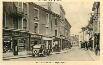 """CPA FRANCE 38 """" La Tour du Pin, Rue de la République""""."""