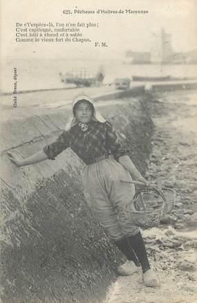 "CPA FRANCE 17 "" Marennes, Une pêcheuse d'huîtres' . / FOLKLORE"