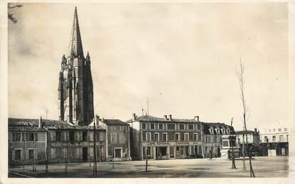"""CPSM FRANCE 17 """" Marennes, Le clocher vue de la Place Chasseloup Laubat'."""
