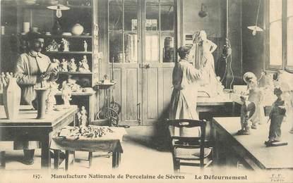 """CPA FRANCE 92 """" Sèvres, La Manufacture Nationale de Porcelaine, le défournement"""""""