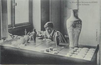"""CPA FRANCE 92 """" Sèvres, La Manufacture Nationale de Porcelaine, l'atelier de dorure"""""""