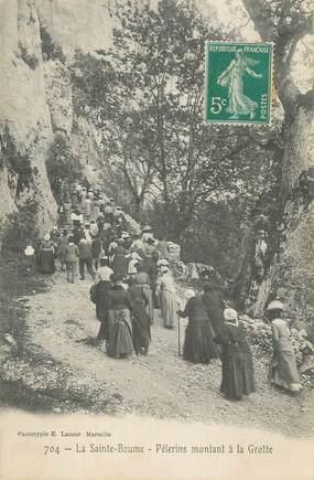 """CPA FRANCE 83 """" La Sainte Baume, Pélerins montant à la grotte'"""