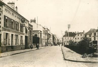 "CPSM FRANCE 77 ""Coulommiers, rue de Melun"""