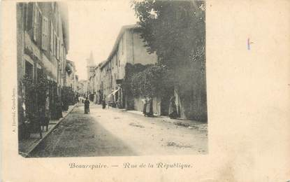 """CPA FRANCE 38 """" Beaurepaire, Rue de la République"""""""