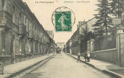 """CPA  FRANCE 51 """"Epernay, rue Thiercelin"""""""
