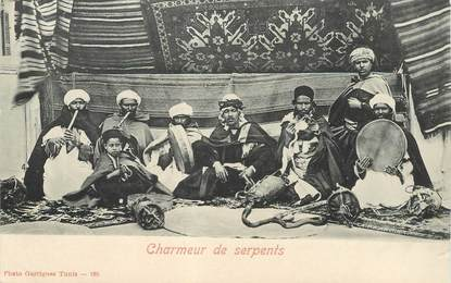 "CPA TUNISIE ""Charmeur de serpents"""