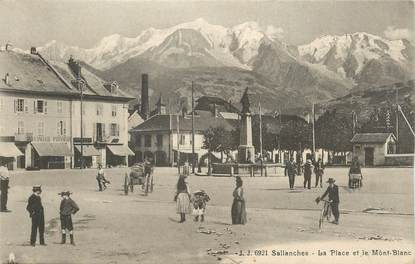 "CPA FRANCE 74 "" Sallanches, La place et le Mont Blanc"""