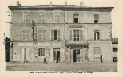 """CPA FRANCE 38 """" St Etienne de St Geoirs, Hôtel de Ville et Bureau de Poste"""""""