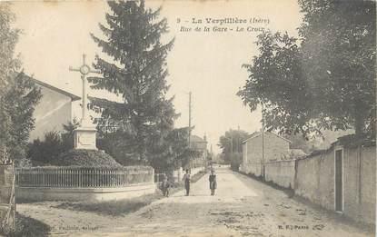 "CPA FRANCE 38 "" La Verpillère, Rue de la gare, la croix"""