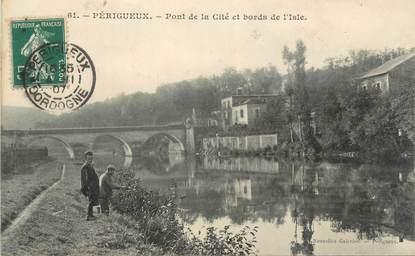 """CPA FRANCE 24 """" Périgueux, Pont de la Cité et Bords de l'Isle"""""""