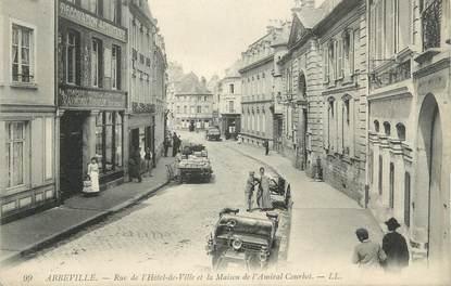 """CPA FRANCE 80 """"Abbeville, Rue de l'Hôtel de Ville et la Maison de l'Amiral Courbet"""""""