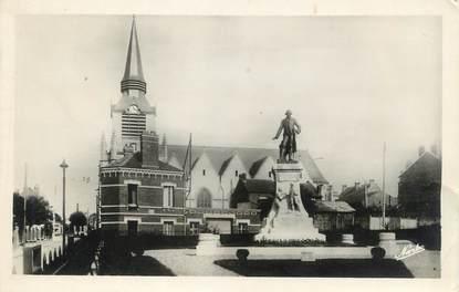 """CPSM FRANCE 80 """"Montdidier, Statue de Parmentier et église St Pierre"""""""