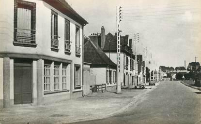 """CPSM FRANCE 80 """"Longpré les Corps Saints, Avenue de la gare"""""""