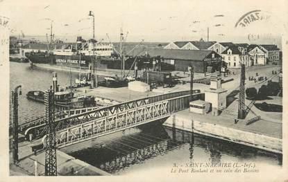 """CPA FRANCE 44 """" St Nazaire, Le pont roulant et un coin des bassins"""""""