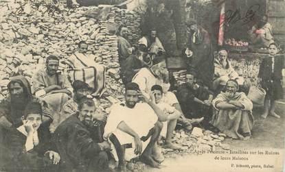 """CPA MAROC """"Fez, israélites sur les ruines de leur maison"""" / JUDAICA"""