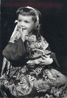 """CPSM FRANCE 29 """" Plougastel - Daoulas, Une petite fille en costume"""" / FOLKLORE"""