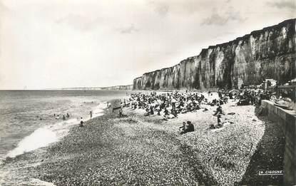 """CPSM FRANCE 76 """" St Valéry en Caux, La plage et les falaises"""""""