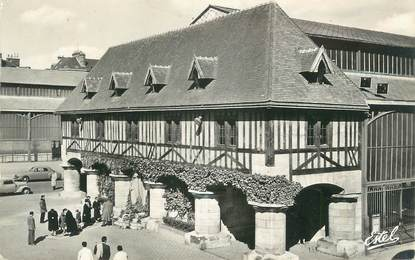 """CPSM FRANCE 76 """" Rouen, Place du Marché et Statue de Jeanne d'Arc"""""""