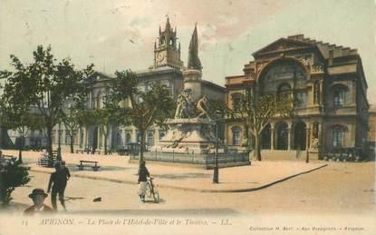 """CPA FRANCE 84 """" Avignon, La Place de l'Hôtel de Ville et le Théâtre"""""""