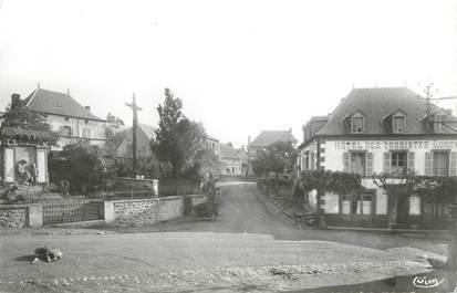 """CPSM FRANCE 63 """"St Sauves, Hôtel des Touristes et monument aux morts"""""""
