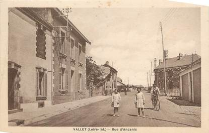 """CPA FRANCE 44 """" Vallet, Rue d'Ancenis"""""""