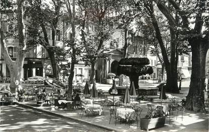 """CPSM FRANCE 13 """" Salon de Provence, La Fontaine Moussue et la Place Crousillat"""""""