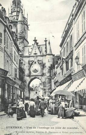 """CPA FRANCE 89 """" Auxerre, Vue de l'horloge un jour de marché"""""""