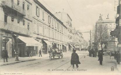 """CPA FRANCE 84 """" Avignon, Rue de la République"""""""