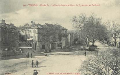 """CPA FRANCE 84 """" Valréas, Rue St Antoine et Cour du St Antoine au Pertheuil"""""""