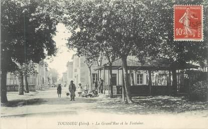 """CPA FRANCE 69 """" Toussieu, La grande rue et la fontaine"""""""