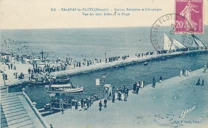 """CPA FRANCE 34 """" Palavas les Flots, Vue des deux jetées et la plage"""""""
