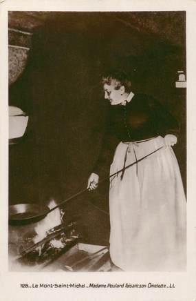 """CPA FRANCE 50 """" Le Mont St Michel, Mme Poulard faisant son omelette'"""" / FOLKLORE"""
