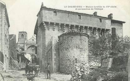 """CPA FRANCE 43 """" La Chaise Dieu, Maison fortifiée et perspective de l'abbaye"""""""