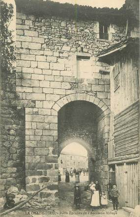 """CPA FRANCE 43 """" La Chaise Dieu, Porte fortifiée de l'ancienne abbaye"""""""