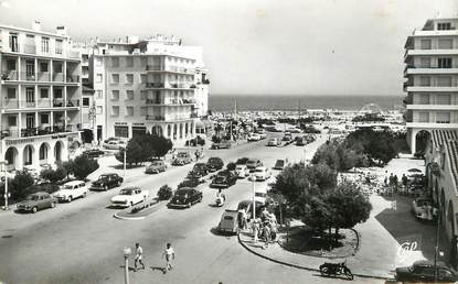 """/ CPSM FRANCE 66 """"Canet Plage, l'entrée de la plage"""" / AUTOMOBILE"""