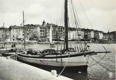 """CPSM FRANCE 83 """"St Tropez, Un coin du port et la ville"""""""
