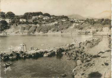 """CPSM FRANCE 83 """" Sanary sur Mer, La plage et la Baie de Port Issol"""""""