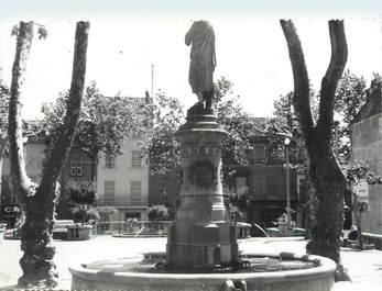 """CPSM FRANCE 83 """" Puget Ville, Place de la Liberté"""""""