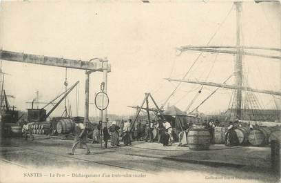 """CPA FRANCE 44 """" Nantes, Déchargement dd'un trois mâts sucrier sur le port"""""""