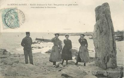 """CPA FRANCE 44 """"Le Bourg de Bas, Menhir dominant le port"""""""