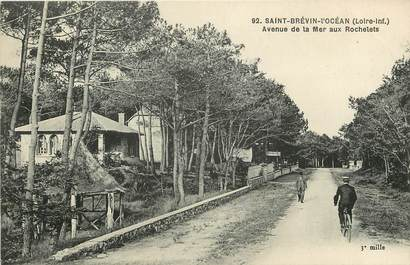 """CPA FRANCE 44 """"Saint Brévin l'Océan, avenue de la Mer aux Rochelets"""""""