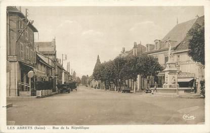 """CPA FRANCE 38 """" Les Abrets, Rue de la République"""""""